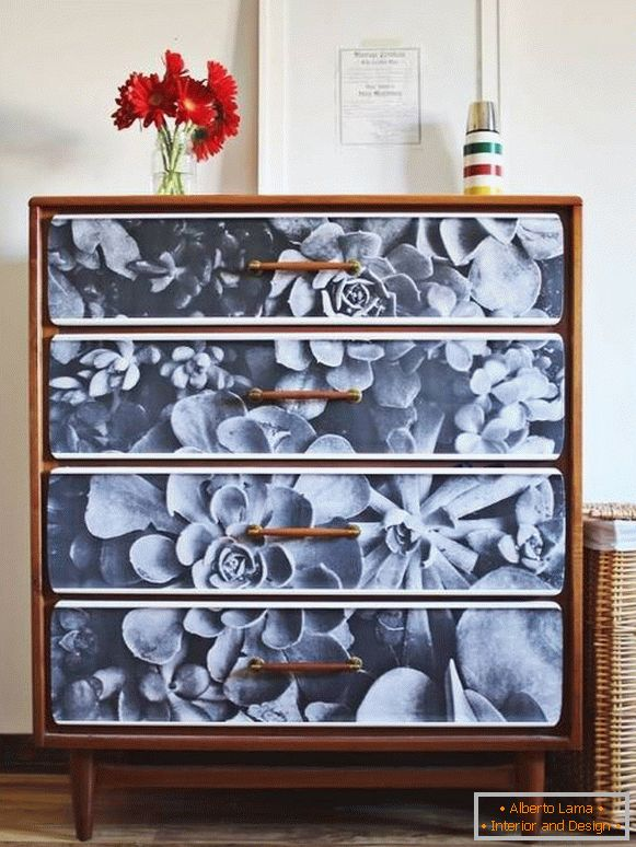 The idea for stylish decoupage of the dresser