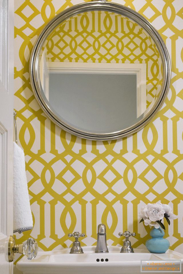 Wallpapers with colorful ornaments in the bathroom