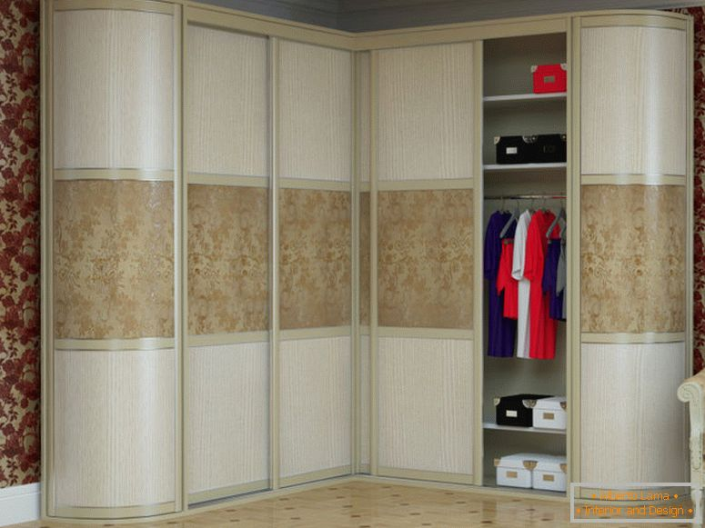 corner-wardrobe-in-room-1