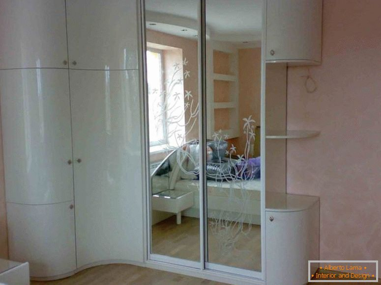 corner-wardrobe-in-bedroom-1