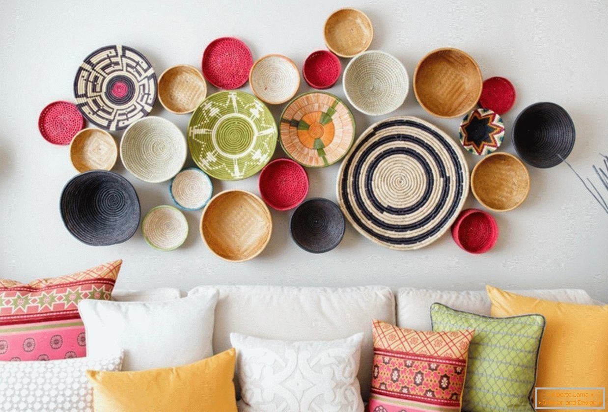 Colorful plates for wall decoration