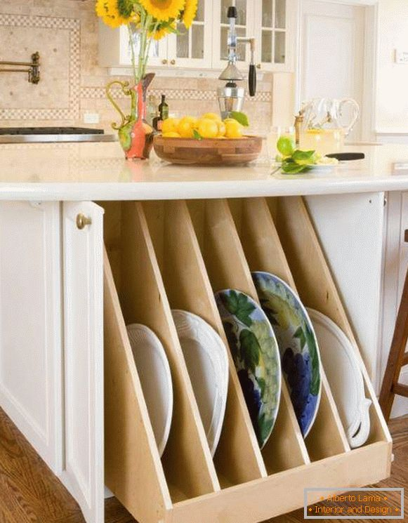 Drawers for storing dishes in the kitchen