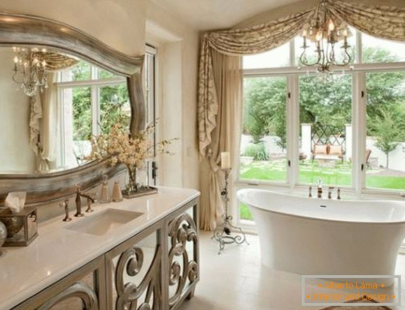 Choose a beautiful mirror in the bathroom