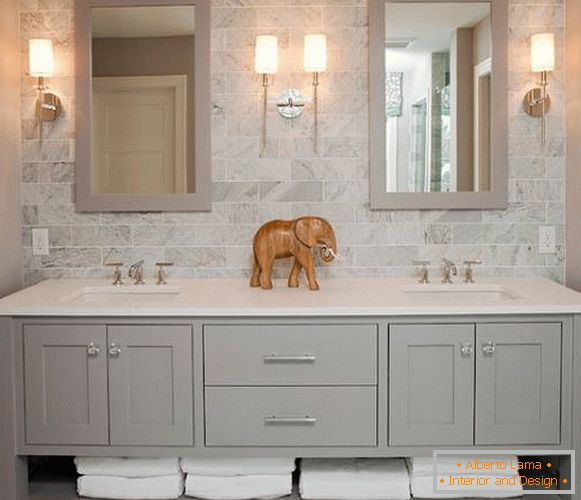 Simple rectangular mirrors for the bathroom