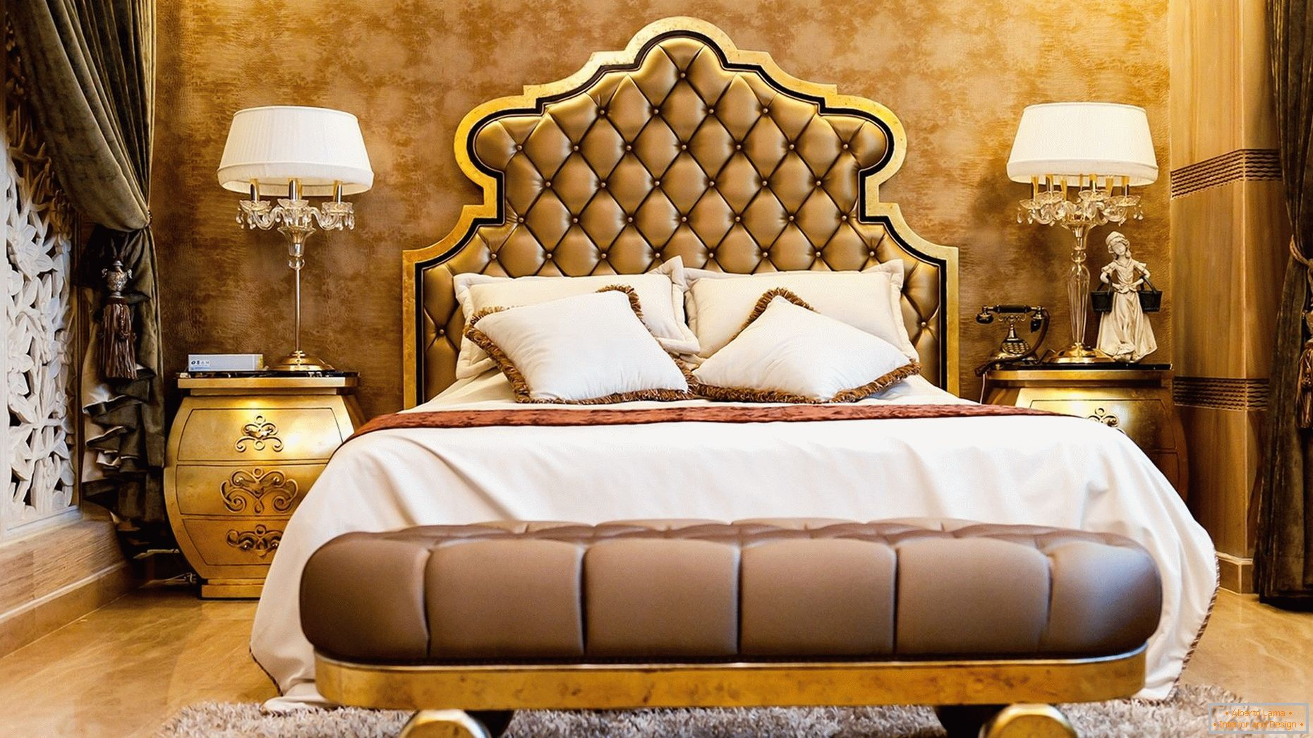 Gold wallpaper in the design of rooms
